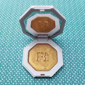 Fenty Beauty Trophy Wife, Gold, Highlighter
